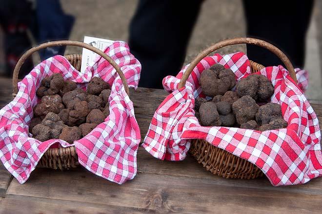 Lalbenque, marché aux truffes